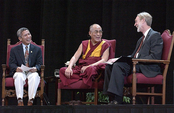 Dalai Lama brings message of nonviolence on campus visit