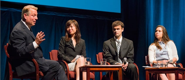Al Gore with students Elise Timtim, Conor Doherty and Noemi Walzebuck.