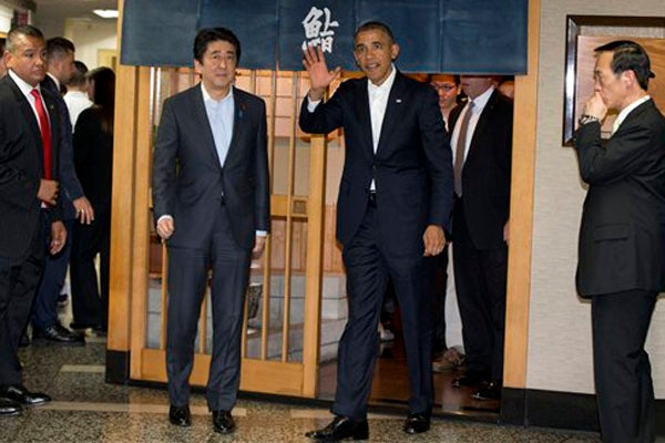 Obama at sushi restaurant in Japan