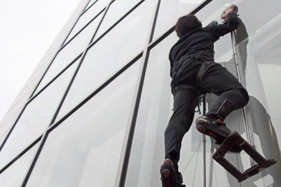 grad student climbs glass wall with gecko-inspired adhesive pads / Eric Eason