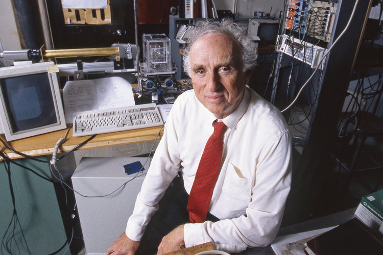Martin Perl in the lab