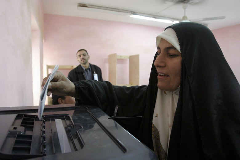 Iraqi woman casts ballot in 2005 parliamentary election / Shane S. Keller