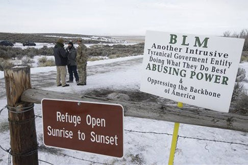 protestors at gate of Malheur National Wildlife Refuge